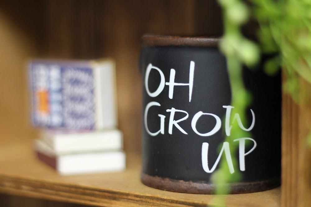 Oh Grow upと書かれたグリーンポット