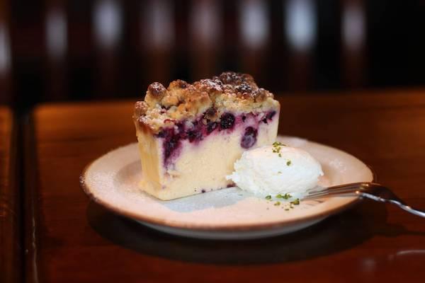 カフェ寛美堂 クランブルとカシスのチーズケーキ