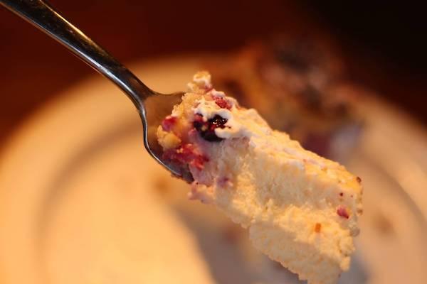 カフェ寛美堂 グランブルとカシスのチーズケーキ ひとくちの画像