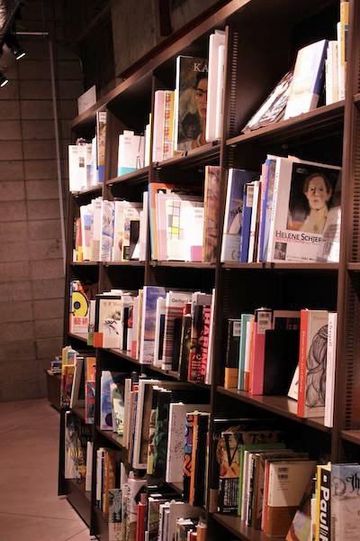文喫の選書室の棚