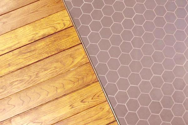 文喫の喫茶室の床