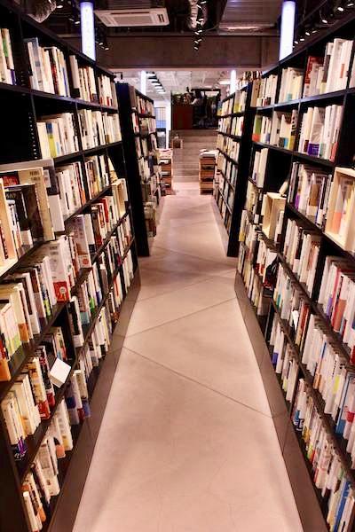 文喫の選書室と床