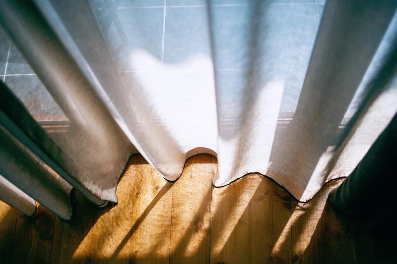 カーテンの画像
