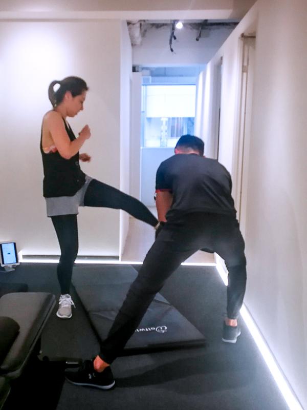 画像:パーソナルトレーニングジムのBEATS恵比寿店で高強度インターバルトレーニングの体験レッスン/キック