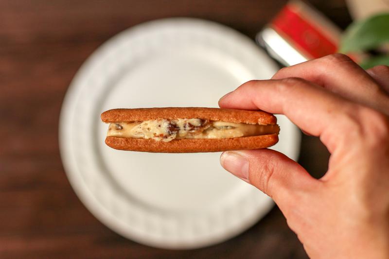 画像:北海道のお土産お菓子屋さん六花亭(ろっかてい)のマルセイバターサンド
