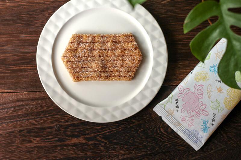 画像:北海道のお土産お菓子屋さん六花亭(ろっかてい)の十勝六花パイ