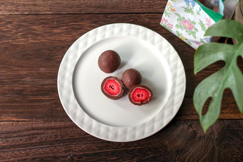 画像:北海道のお土産お菓子屋さん六花亭(ろっかてい)のストロベリーチョコ ミルク
