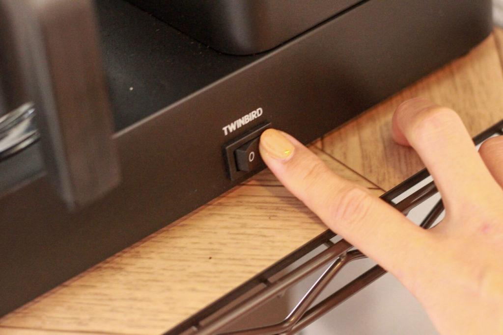画像:おうち時間を楽しむTWINBIRD(ツインバード)の全自動コーヒーメーカー CM-D457 の使い方