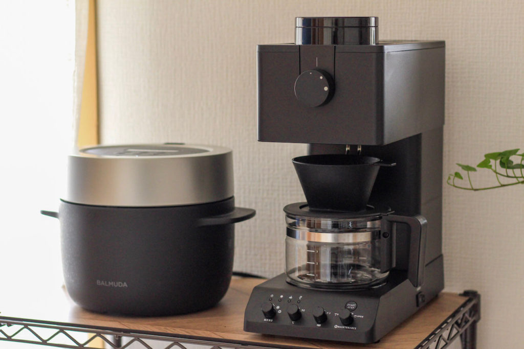 画像:subsclife(サブスクライフ)でレンタルしている家電 バルミューダの炊飯器とツインバードのコーヒーメーカー