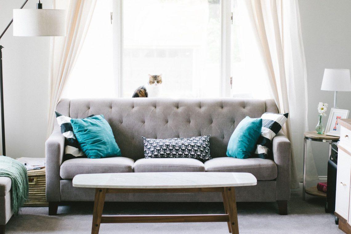 画像:ソファのある部屋